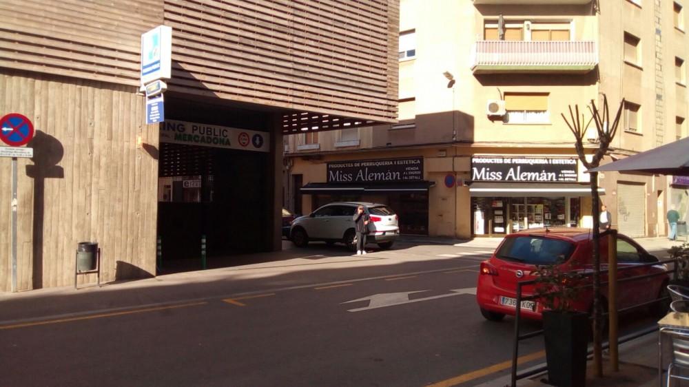 Aparca a Parking Mercat de Sant Adrià-Barcelona