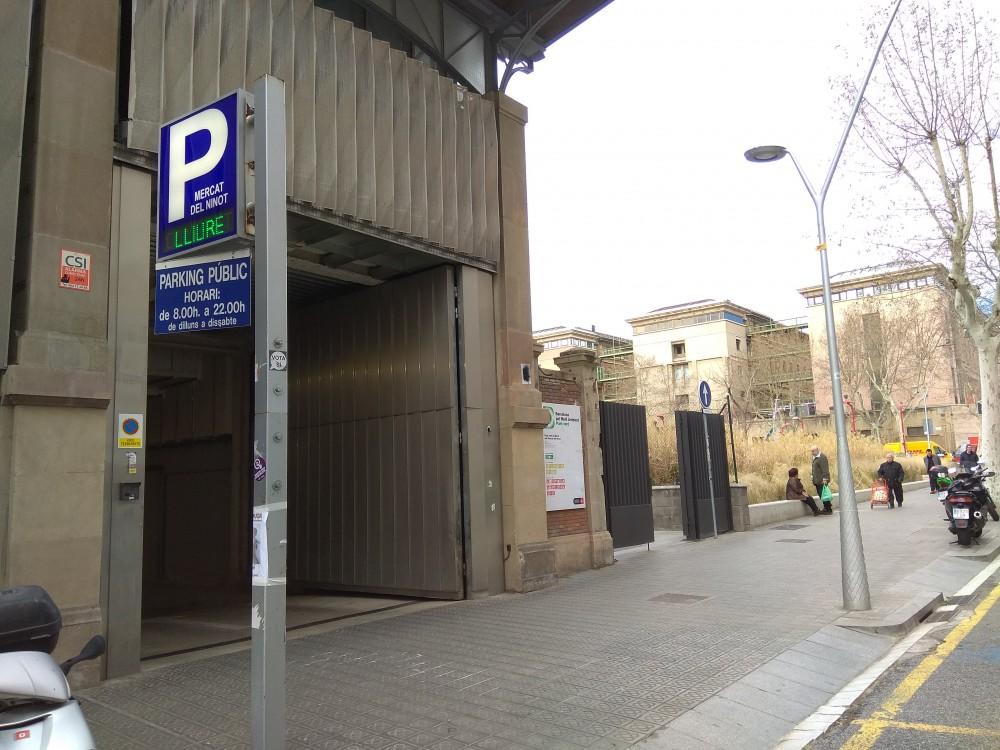 Aparca a Parking Mercat del Ninot-Barcelona