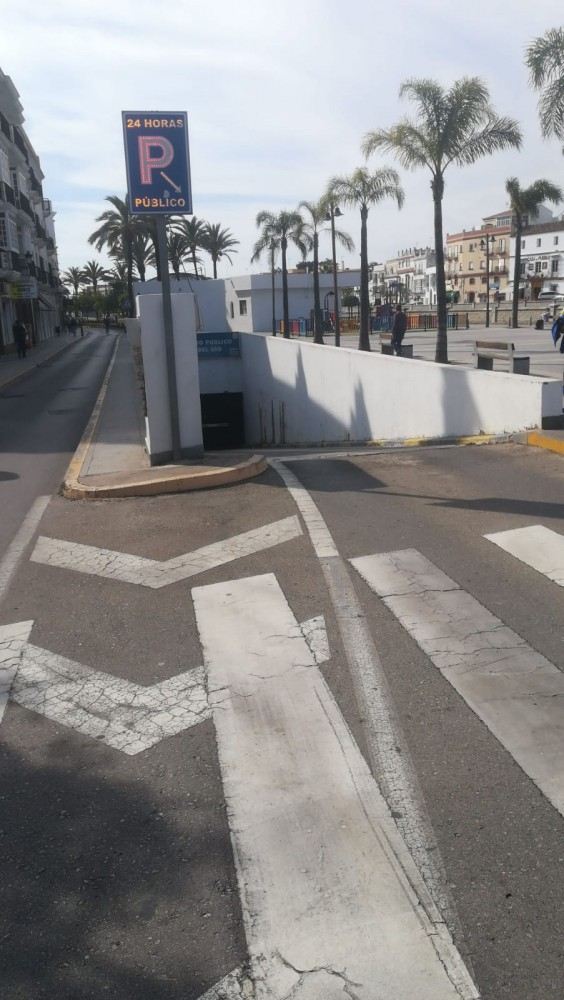 Park in Parking Alameda del Río-Cádiz