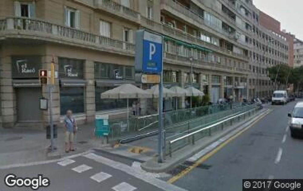 Park in Plaza de Ferrer i Cajigal, s/n (Hosp. Clínic)-Barcelona