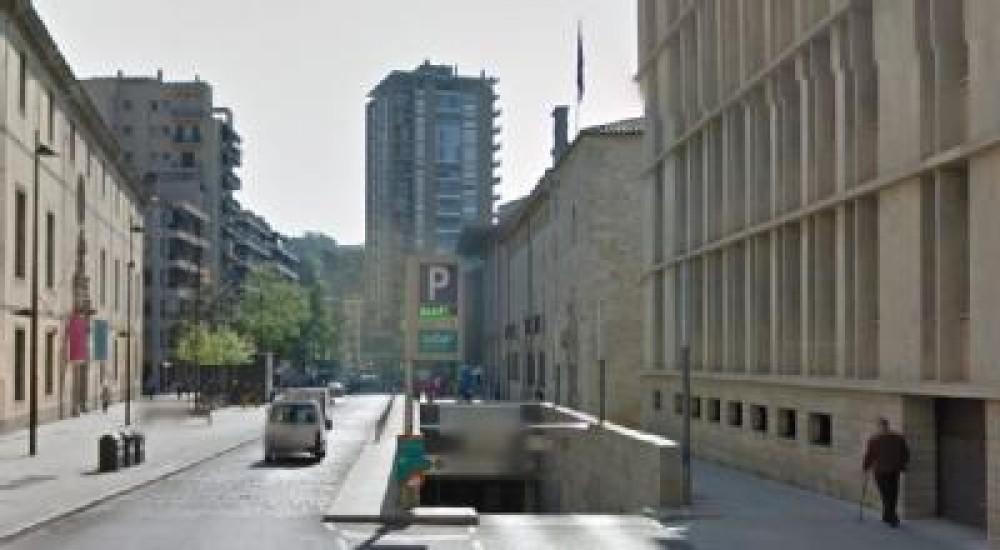 Park in Plaza de l'Hospital, s/n-Girona