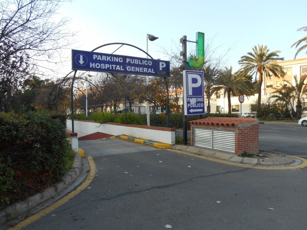 Park in Parking Hospital General - Tres Cruces-Valencia