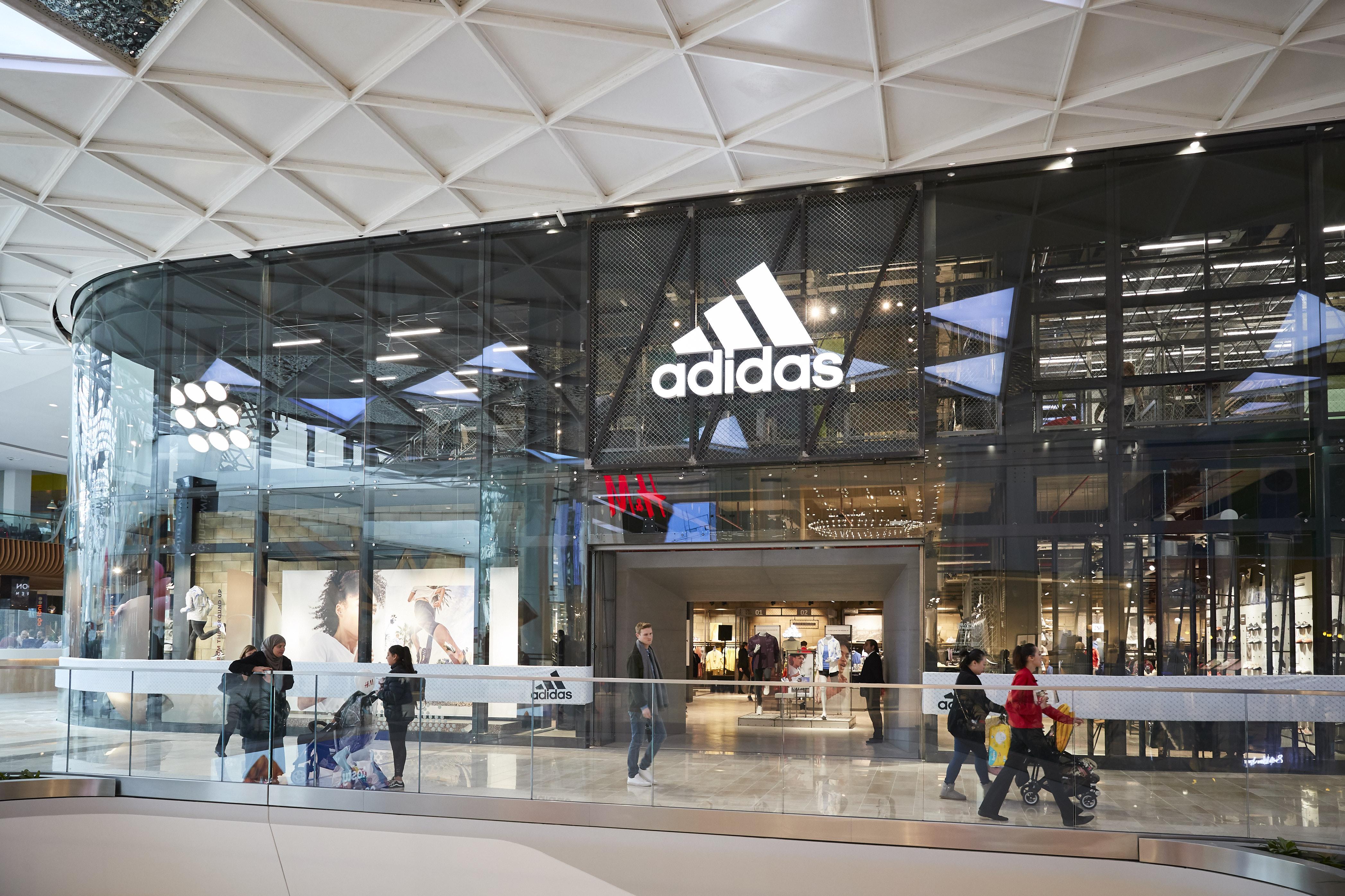 pestillo nacionalismo Desafío  Inside Adidas's Westfield London 'stadium' store
