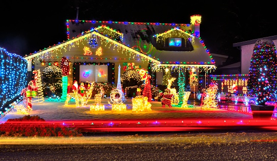 Christmas Lights To Music.Attention Homeowners Christmas Lights And Music Hinder Your