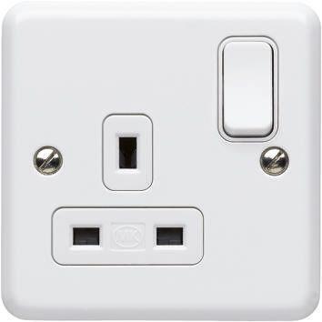 K3077 WHI                                              MK Electric MK white 1 Gang Switched Power Socket, Type G - British, 13A, Surface Mount, IP2XD, 2 Poles
