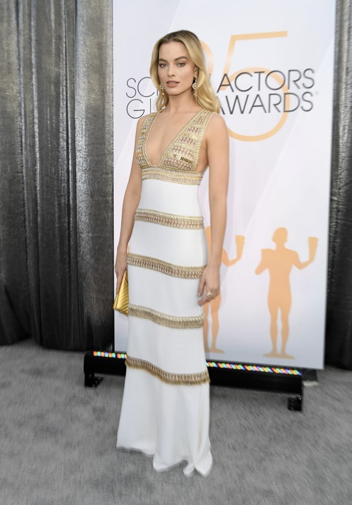 """Outstanding Performance by a Female Actor in a Supporting Role for """"Mary Queen of Scotts"""" nominee Margot Robbie walks the red carpet at the 25th Annual Screen Actors Guild Awards at the Shrine Auditorium in Los Angeles on January 27, 2019. (Photo by VALERIE MACON / AFP)        (Photo credit should read VALERIE MACON/AFP/Getty Images)"""
