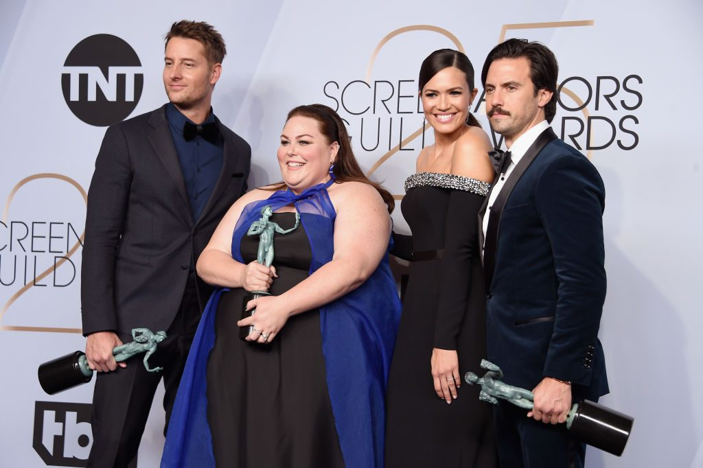 LOS ANGELES, CA - JANUARY 27:  (L-R) Justin Hartley, Chrissy Metz, Mandy Moore, and Milo Ventimiglia pose in the press room with awards for Outstanding Performance by an Ensemble in a Drama Series in 'This Is Us' during the 25th Annual Screen ActorsGuild Awards at The Shrine Auditorium on January 27, 2019 in Los Angeles, California. 480645  (Photo by Gregg DeGuire/Getty Images for Turner)