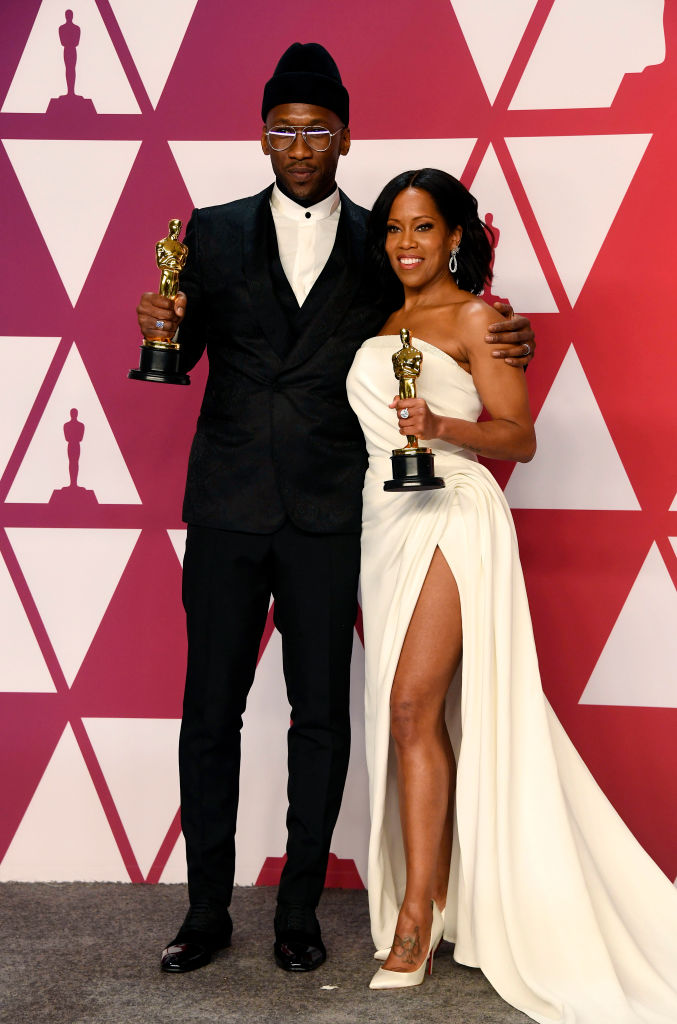 "HOLLYWOOD, CALIFORNIA - FEBRUARY 24: (L-R) Mahershala Ali, winner of Best Supporting Actor for ""Green Book,"" and Regina King, winner of Best Supporting Actress for ""If Beale Street Could Talk,"" pose in the press room during the 91st Annual Academy Awards at Hollywood and Highland on February 24, 2019 in Hollywood, California. (Photo by Frazer Harrison/Getty Images)"