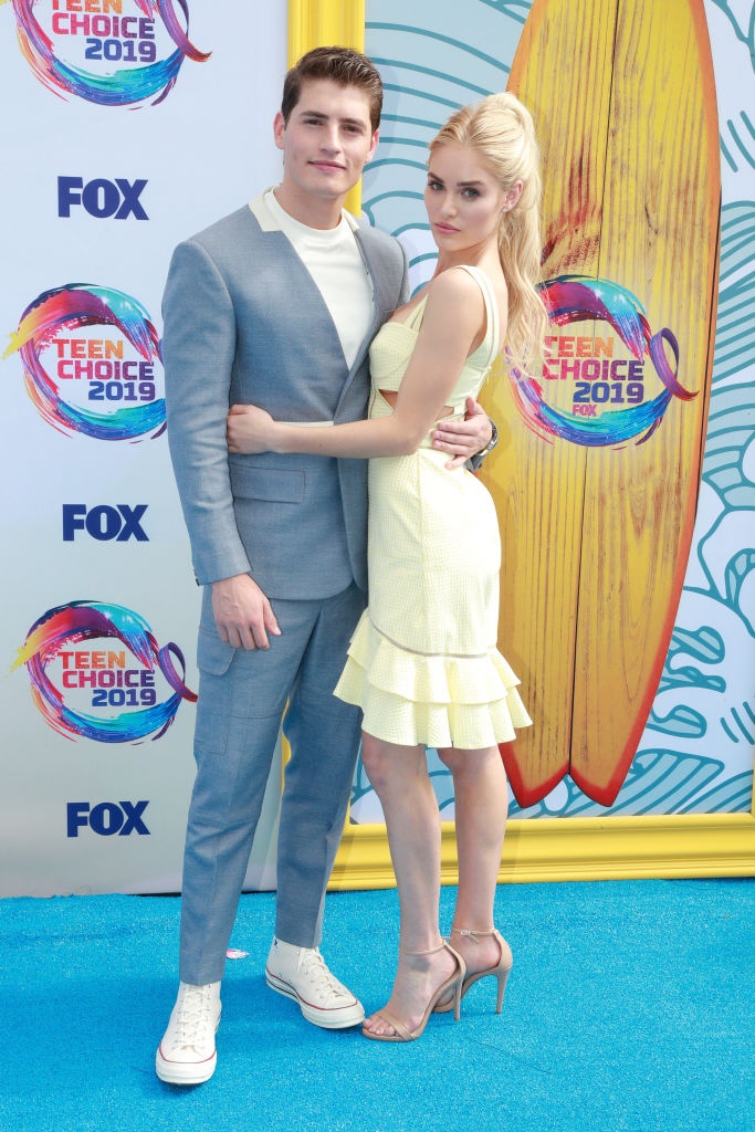 Gregg Sulkin and Michelle Randolph attend attends the 2019 Teen Choice Awards. (Photo by Rich Fury/Getty Images)