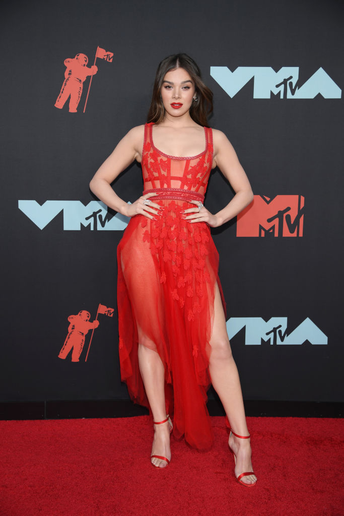 Hailee Steinfeld attends the 2019 MTV Video Music Awards at Prudential Center on August 26, 2019 in Newark, New Jersey. (Photo by Dimitrios Kambouris/Getty Images)
