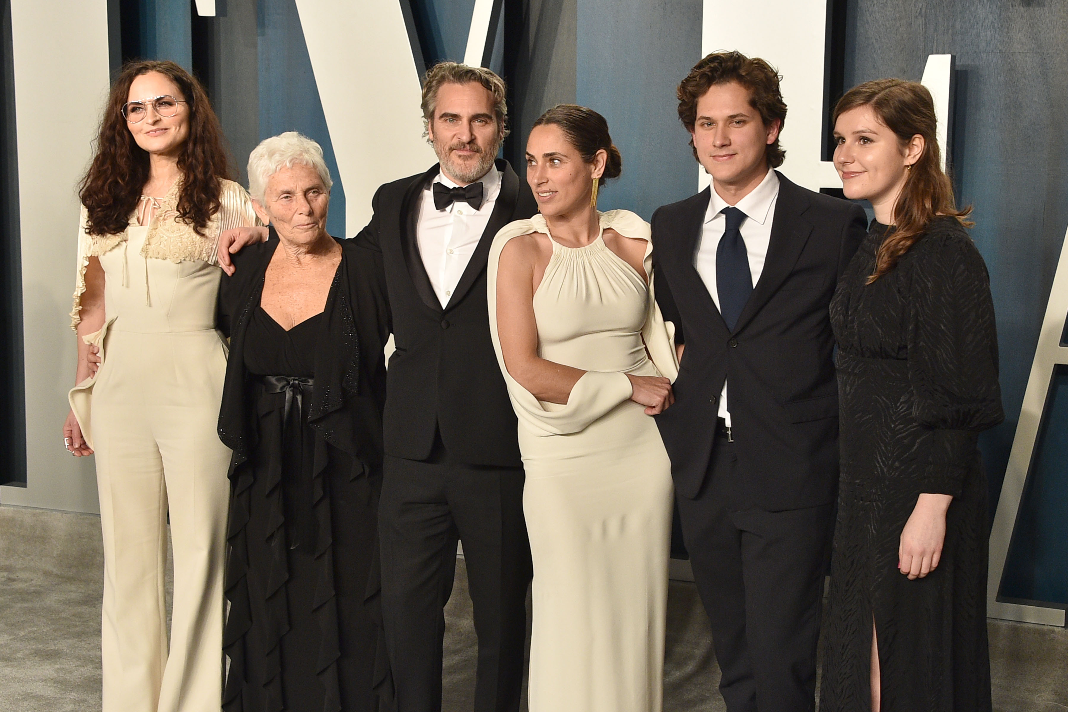 (L-R) Rain Phoenix, Arlyn Phoenix, Joaquin Phoenix, Summer Phoenix and guests attends the 2020 Vanity Fair Oscar Party at Wallis Annenberg Center for the Performing Arts on February 09, 2020 in Beverly Hills, California. (Photo by David Crotty/Patrick McMullan via Getty Images)
