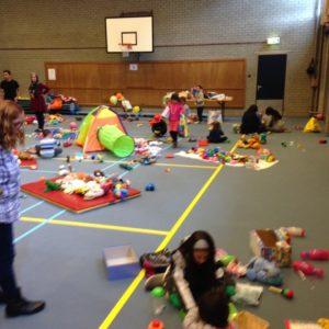 sportcentrum opvang vluchtelingen spelen kinderen 2
