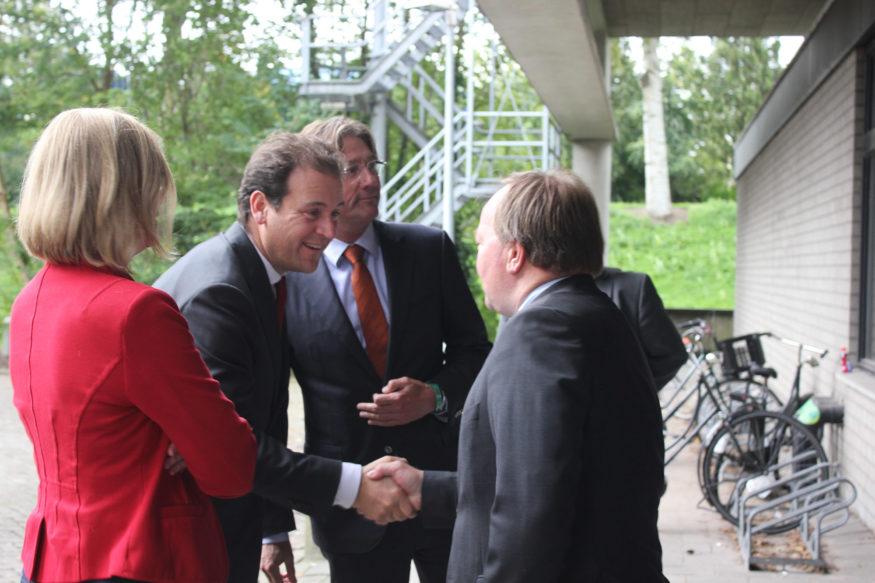 Lodewijk Asscher bezoek Erasmus Sport vluchtelingen (1)