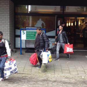 Vluchtelingen verlaten campus Woudestein