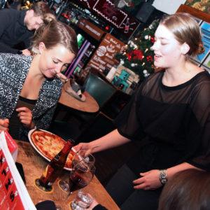 Stalles aan de Nieuwe Binnenweg: Pizza en pasta in een bruin café
