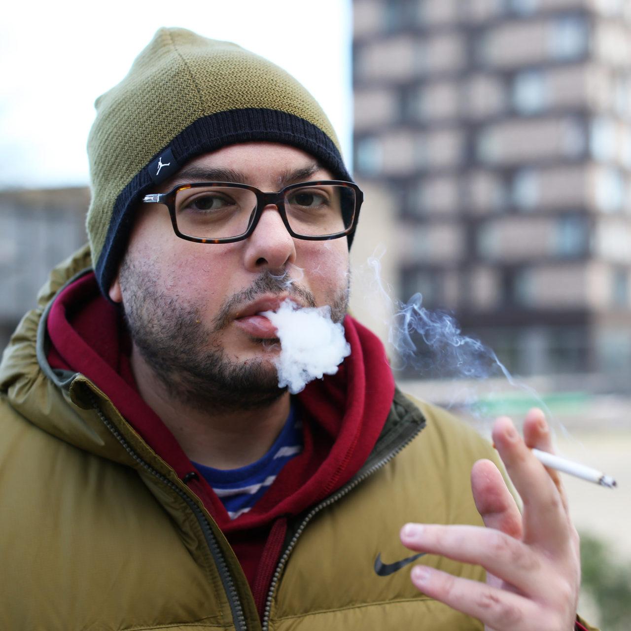 Rokers roken sigaretten rookplek Ahmed