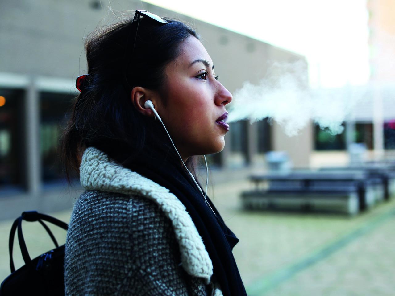 Rokers roken sigaretten rookplek Marisa