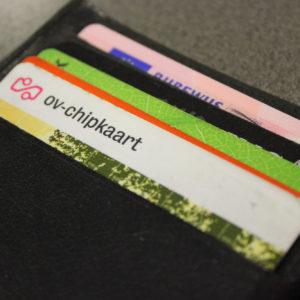 Boete bij niet-stopzetten ov-kaart voor tienduizenden afgestudeerden