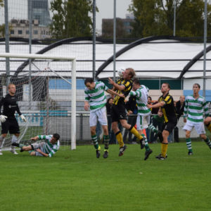Voetballers van Antibarbari verslaan HVV in waterballet