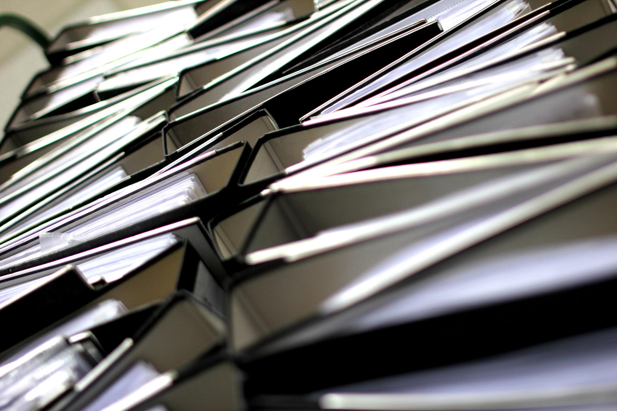 bureaucratie-ordners-paperassen-papieren-kantoor-mappen-foto-christian-schnettelker