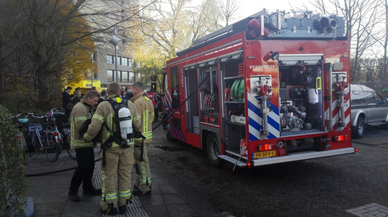 brandweer-bij-g-gebouw-campus-brand-foto-job-zomerplaag