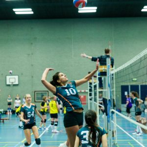 Dames van Erasmus Volley ruiken de titel