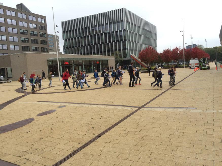 Basisschoolkinderen op de campus 3