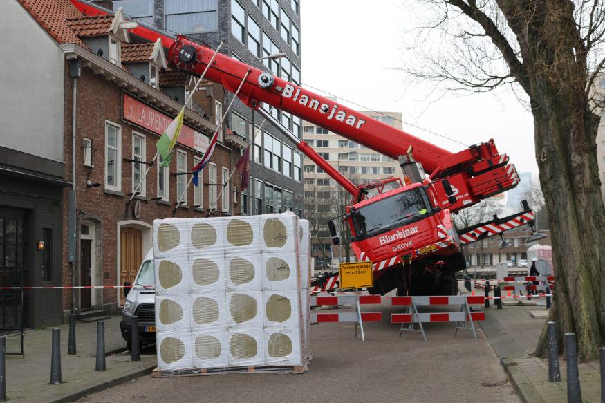 Laurentius hijskraan-valt-op-dak-6-foto-Elmer
