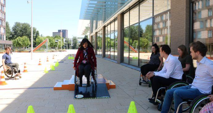 rolstoel-studenten-plaza-feba-sukmana1