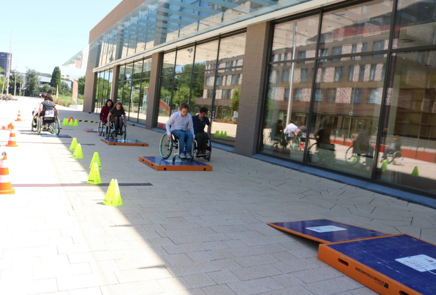 rolstoel-studenten-plaza-febasukmana2