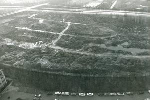 Campus Woudestein richting de Abraham van Rijckevorselweg in 1980