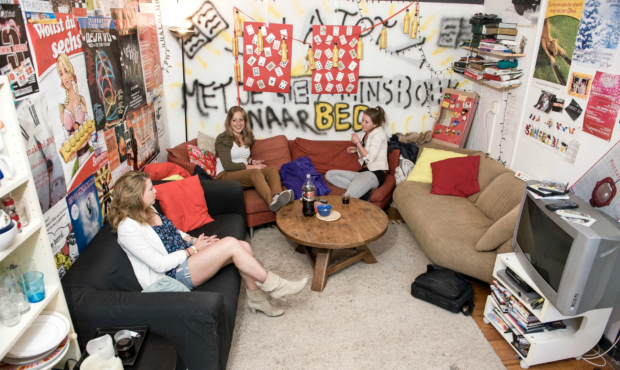 7. Foto Ronald in een van de dispuutshuizen