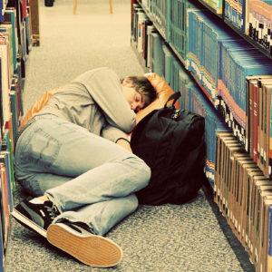 slapende student bibliotheek