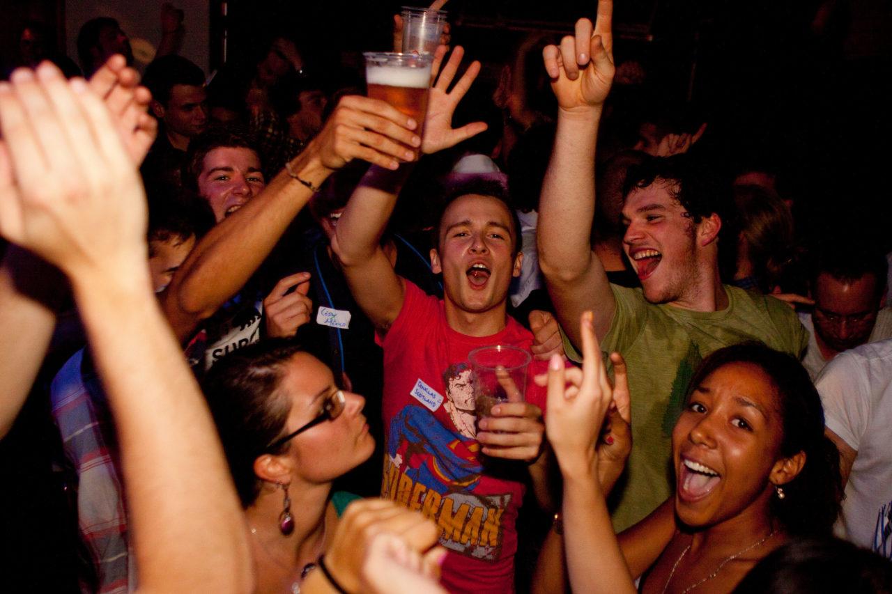 Русские студенты на секс вечеринке, Русские порно вечеринки: смотреть секс видео онлайн 20 фотография