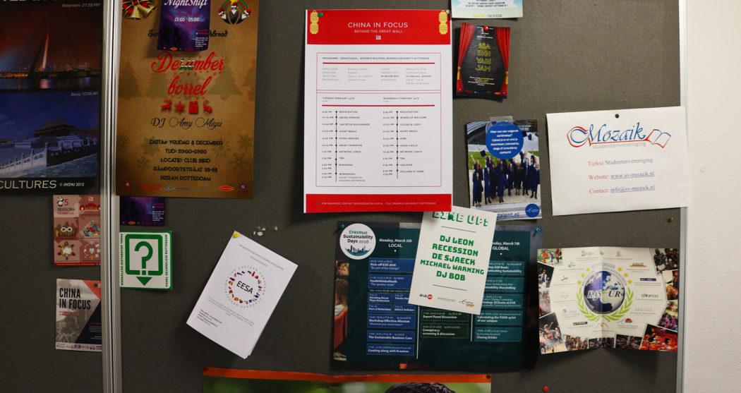 kaseur-verenigingen-prikbord-n-gebouw-foto-Elmer-Smaling