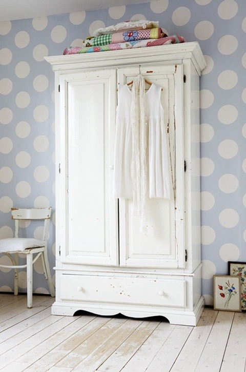 We're dotty over these spotty walls