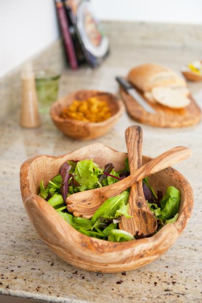 Olive Wood Salad Bowl & Servers, iapetus £12.95