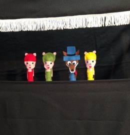 Teatro de Dedos - Os Três Porquinhos e o Lobo Mau