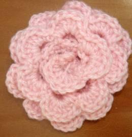 Flor de lã decorativa feita em crochet
