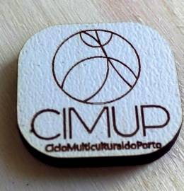 Pin do CIMUP (Ciclo Multicultural do Porto), projeto da ADM.