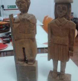 Homem + mulher de madeira