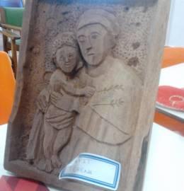 Quadro de madeira – Senhor com o menino ao colo