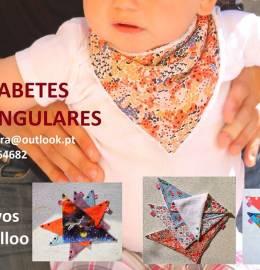 Babettes triangulares ou bandana bibs