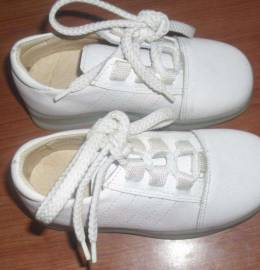 Sapatos completamente novos