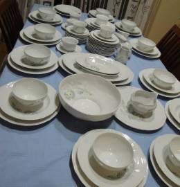 Serviço de jantar e de chá da Ets ANCELIN – Véritable porcelaine de Limoges, decorée à Piégut
