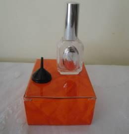 frasco/recarga perfume insgnia em prata com a letra N