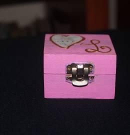 Caixa de madeira com monograma