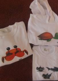 conjunto de 3 peças: t/shirt, sweat e sweat com capuz