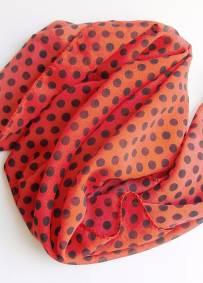 Lenço vermelho com bolas pretas 52cm x 52cm