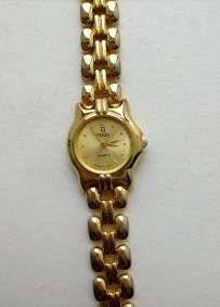 Relógio dourado de senhora